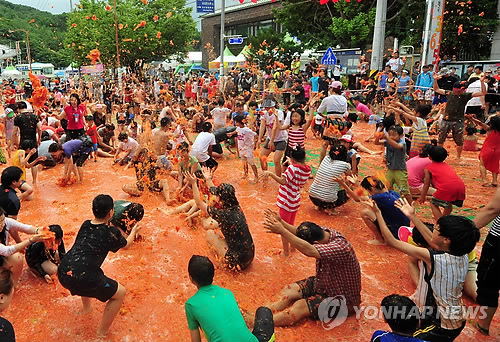 Korea's Summer Tomato Festival Features Tomato Fights and Giant Tomato Spaghetti