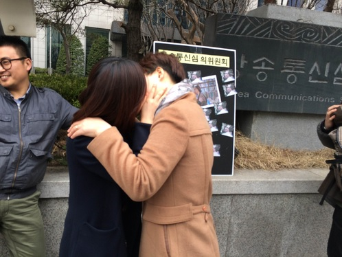 The show featured lesbian love scenes included kissing and hugging. (image: Yonhap)