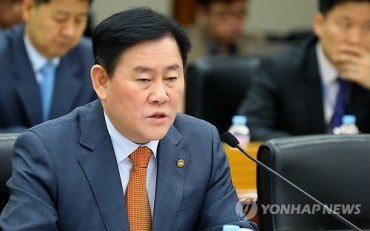 Finance Minister Stresses Steps to Bolster Economic Recovery