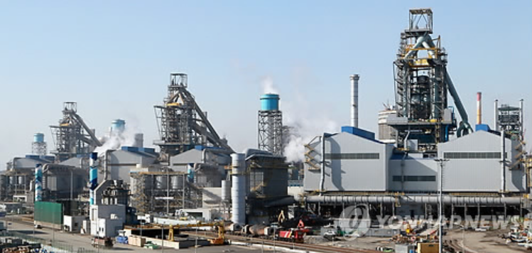 With the merger, Hyundai Steel is expected to consolidate its market status by narrowing its gap with steelmaking leader POSCO Co., whose sales and assets came to 29.2 trillion won in sales and 52.6 trillion won in assets last year. (image courtesy of Yonhap)