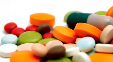 Kickback-Paying Pharmaceutical Companies Identified and Monitored by Association
