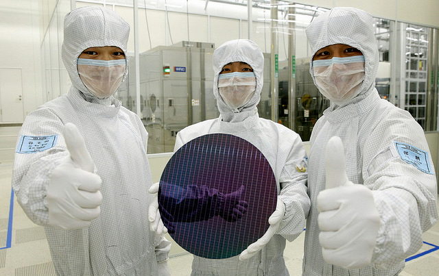 Samsung Closely behind Intel in Chip Sales