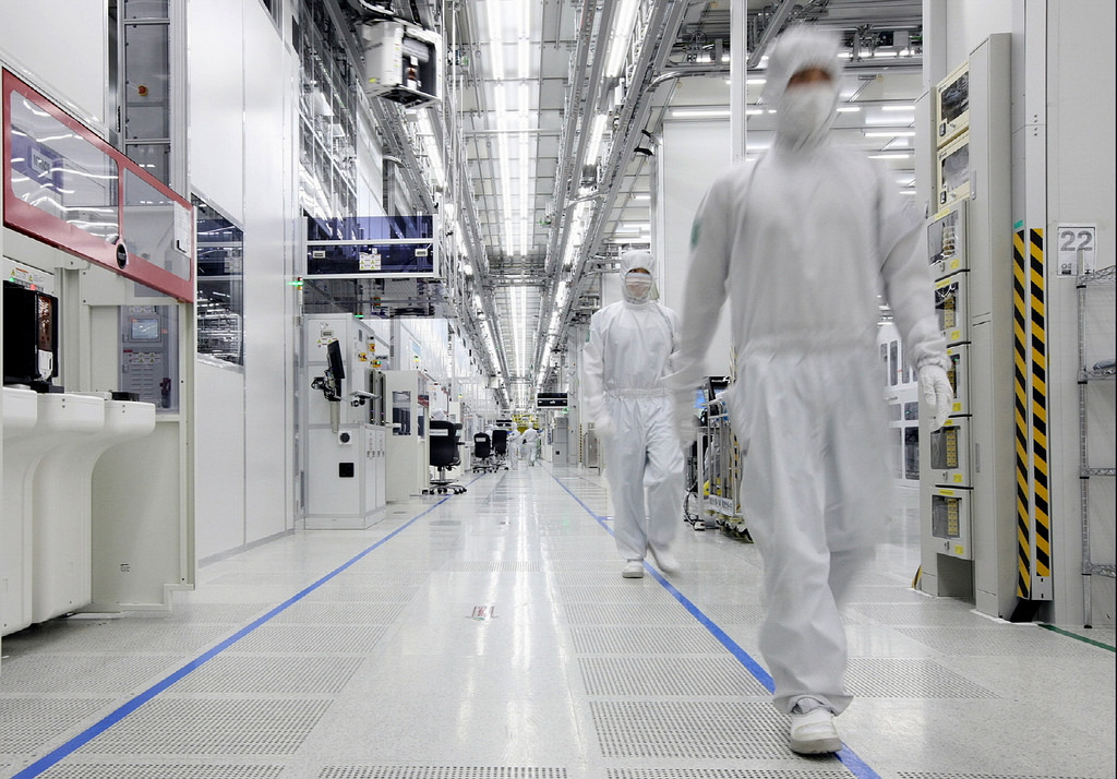 The combined market share of Samsung Electronics and its local rival, SK hynix Inc., came to 71.7 percent in the January-March period, breaking the previous record of 70.4 percent posted in the fourth quarter of 2014. (image: Samsung)
