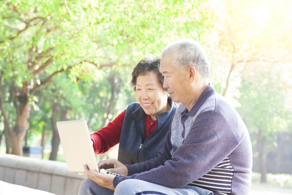 According to Real Meter, a polling agency which surveyed 500 adults on raising the qualifying age for seniors, supporters and detractors of the policy are in a fierce standoff. (image: Kobiz Media / Korea Bizwire)