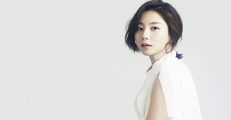 Actress Park Soo-Jin started her career as a singer and famous for her host on cable channel's restaurant review program. (image: Key East)