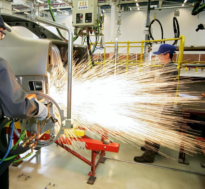 Faster Industrial Output Drop Escalates Concerns over Korea's Economy