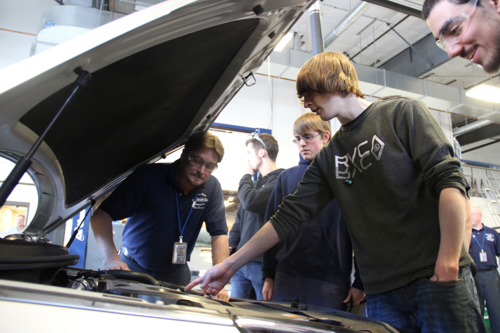 Essex Tech. students interact with their new 2015 Hyundai Sonata. (image: Hyundai Motor America)