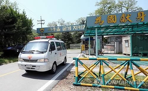 Four people who sustained injuries were rushed to nearby hospitals, but one later died and another one is in critical condition. (image: Yonhap)