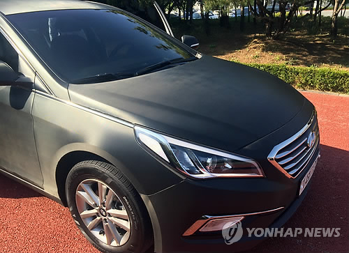 "ENKorea announced that it produced three carbon fiber ""C-cars,"" which will be used as rental cars to promote the advantages of carbon fiber plates, which are 10 times harder than steel plates. (image: Yonhap)"