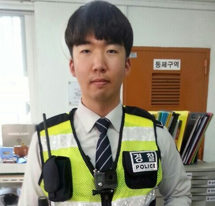 Body-worn video systems have been introduced to Korean police officers for the first time. (image: Yonhap)