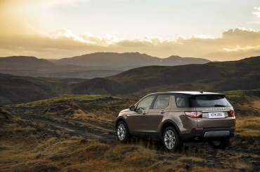 Land Rover's New Discovery Sport Sees 1,000 Pre-Orders