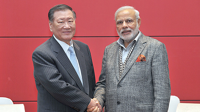 Chung exchanged views with Prime Minister Modi on ways to boost cooperation in the automotive industries of the two countries. (image: Hyundai Motor Group)