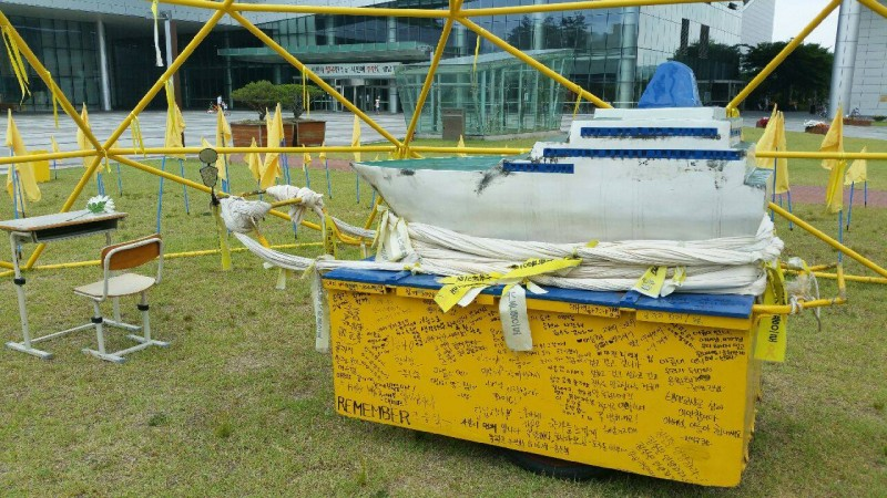 Seongnam Embraces Sewol Ferry Miniature