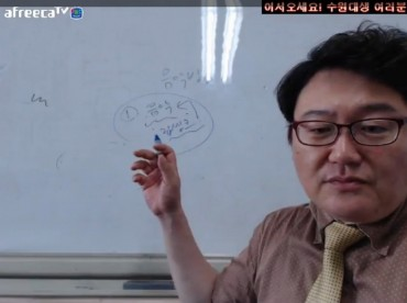 Professor Turns to Live Streaming After Class Cancellations due to MERS