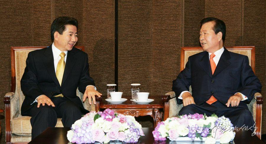 Former Presidents Roh Moo-hyun(left) and Kim Dae-jung (image: Roh Moo-hyun Foundation)