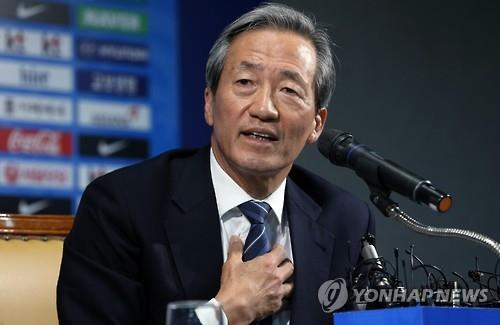 Chung Mong-joon, former FIFA vice president, speaks at a press conference in Seoul on June 3, 2015, discussing the corruption scandal that has marred the top football organization. (image: Yonhap)