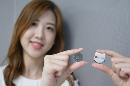 LG Chem added the hexagon battery will lend support to its sales down the road, as round-shaped devices have become a new trend in the global smartwatch industry. (image: LG Chem)