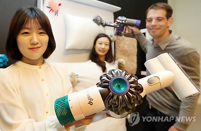 Dyson is determined to make a splash in the market by releasing a variety of wireless vacuums. (image: Yonhap)