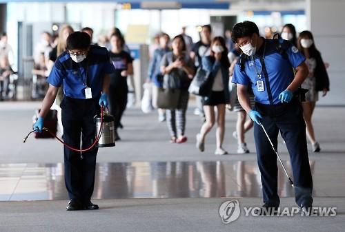 Currently, some 1,300 who were potentially in contact with MERS patients have been quarantined from others, and more confirmations are expected as 99 with symptoms are undergoing MERS tests in Korea as of June 3.  (image: Yonhap)