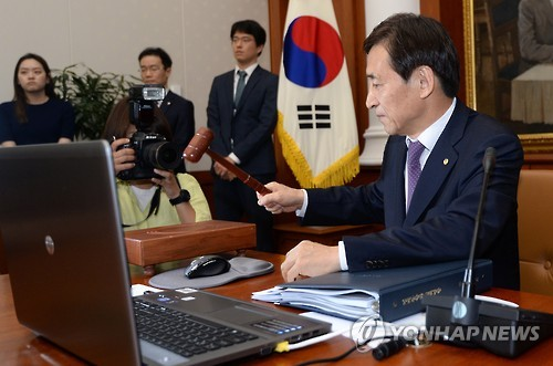 In the monthly rate-setting meeting, the Monetary Policy Committee of the Bank of Korea (BOK) voted to cut the base rate by a quarter percentage point. (image: Yonhap)