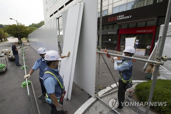Samsung Seoul Hospital is forcing its current patients and those with scheduled appointments to move to other hospitals or reschedule, except when they require special treatment. (image: Yonhap)