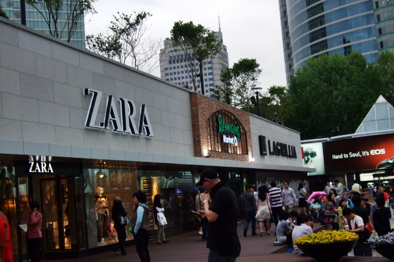 Zara products selling in Korea were the most expensive of all countries, at prices that were 96 percent higher than in Spain. (image: Korea Bizwire)
