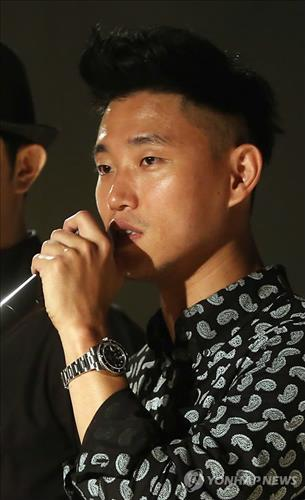 Gary, one of the stars of hiphop duo 'Leessang', has brought up problems with the Korea Music Copyright Association's copyright revenue distribution practices. (Image : Yonhap)