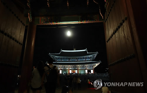 Gyeongbokgung Palace at Night.