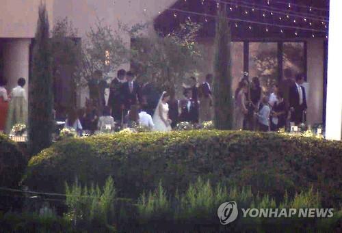Bae Yong-joon and Park Soo-jin. (Image : Yonhap)