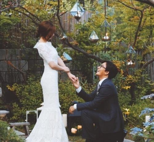 Hallyu Star Bae Yong-joon and Park Soo-jin got married on July 27. (Image : Bae Yong-joon's Instagram)