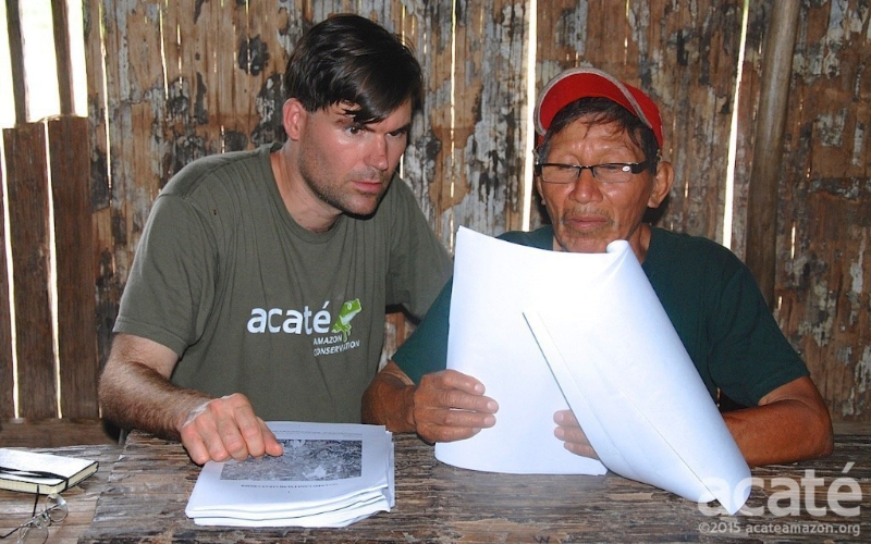 Matses shaman Arturo and Dr. Christopher Herndon of Acaté review encyclopedia drafts. (image: Acate Amazon Conservation)