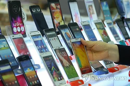 Seoul. South Korea's top handset brands such as Samsung and LG have sold more devices on their home soil this year despite a controversial subsidy law, industry sources said July 3, 2015. (image: Yonhap)
