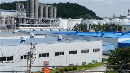 The combined Hanwha Compound will produce chemical resin compounds such as polyethylene (PE), polyprophylene (PP), polyvinyl chloride (PVC), and acrylonitrile butadiene styrene (ABS) at its plants in Yeosu and Suncheon, with an annual capacity of 100,000 tons. (image: Yonhap)