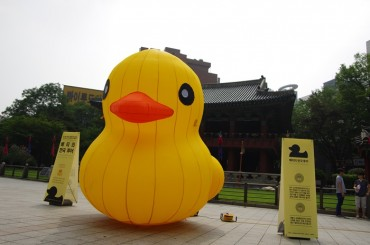 """Eco-friendly"" Rubber Duck Being Displayed in Seoul"