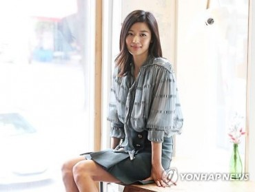 "Jun Ji-hyun: ""I know how I look. So I don't mind my make-up."""