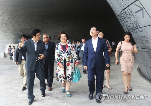 International Fashion Journalist Suzy Menkes Visits Dongdaemun Fashion Town
