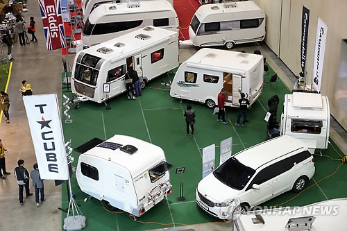 Recreational vehicles, known as 'camping cars' in Korea, are gaining popularity during the vacation season as they offer the practical combination of a means of transportation, accommodation and cooking/dining space. (Image : Yonhap)