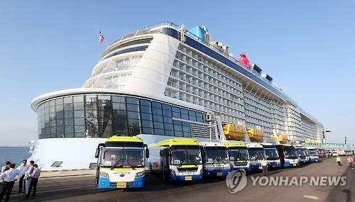 The cruise ship 'Quantum of the Seas', affiliated with Royal Caribbean Cruises, the world's No.1 cruise company, entered Incheon's new harbor today.