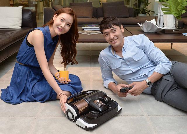 Samsung's Powerbot Dominates Premium Robot Vacuum Market