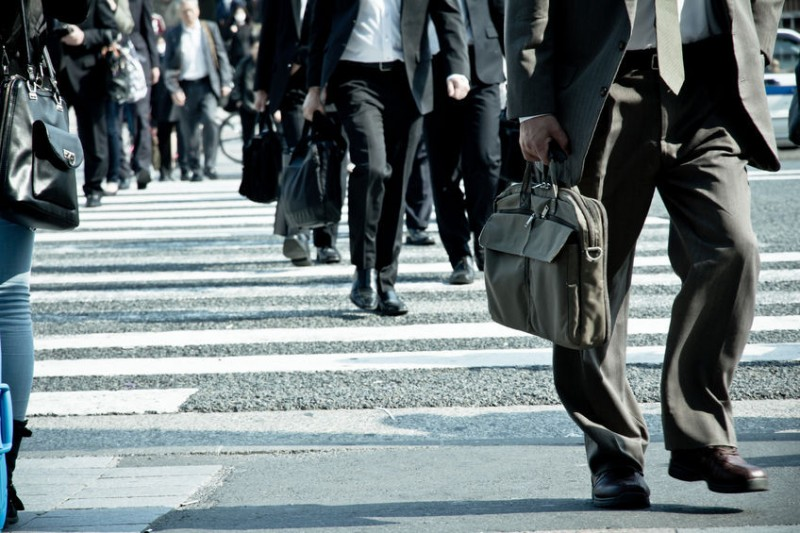 Controversy Erupts over Peak Wage, Labor Market Reform