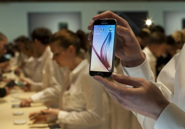 Samsung Tops World's Smartphone Markets except North America
