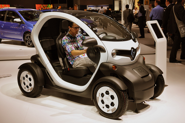 "With the revision, the ministry defines ultra-compact vehicles as ""automobiles suitable for transporting less than two passengers"" and plans to permit a trial run for the Twizy to see if it is suitable for use on Korean streets. (image: GriinBlog/flickr)"
