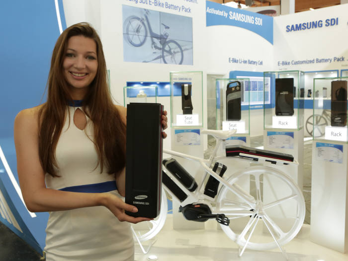 It unveiled a new 500Wh battery pack that enables an e-bike to run up to 100km by combining high capacity battery cells and excellent pack technology. With the battery pack, one can run from Seoul to Chuncheon on a single charge. (image: Samsung SDI)