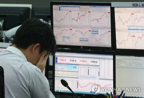 The South Korean economy has lost vigor as tech and heavy-manufacturing industries, the key growth engine, have grappled with weak demand at home and abroad. Making matters worse, it now faces the stronger headwind of China's slowing growth. (image: Yonhap)