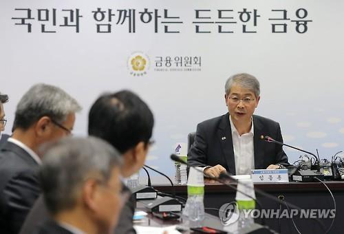Financial Services Commission (FSC) Chairman Yim Jong-yong speaks at a market monitoring meeting in Seoul on Aug. 25, 2015. (image: Yonhap)