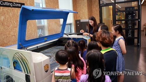 People were participating not only out of curiosity, but also to create new products or prepare to launch new businesses. (image: Yonhap)