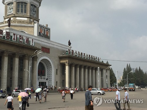 Citizens were seen in a relatively calm mood, some walking busily across the plaza in front of the Pyongyang Station and others warmly chatting. (image: Yonhap)