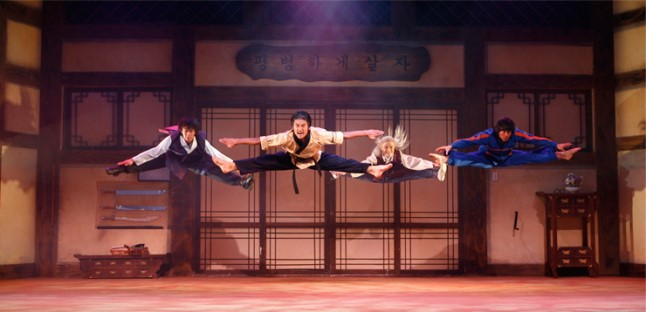 """Jump,"" a comedy that tells the story of a martial arts family through only taekwondo, tekken and acrobatic performances, will open at the Ritz-Carlton Shanghai on Dec. 16 and stay until Jan. 15. (image: Yegam)"