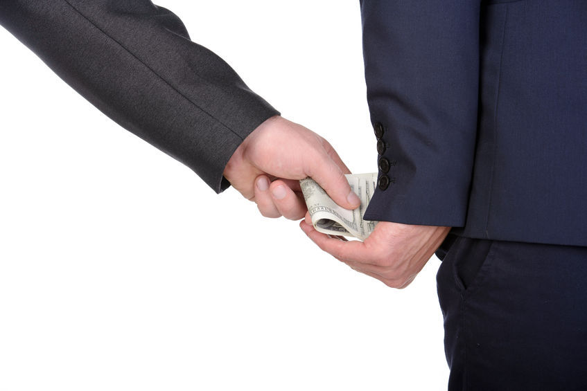It turns out that six out of 10 office workers think that holiday gifts over 100,000 won given to public officials are a form of bribery. (Image : Kobizmedia / Korea Bizwire)