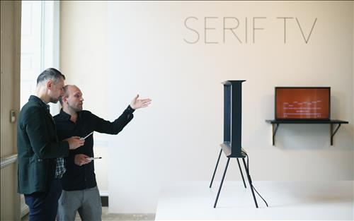 Samsung Gets Cozy with Bouroullec Brothers to Develop New TV | Be